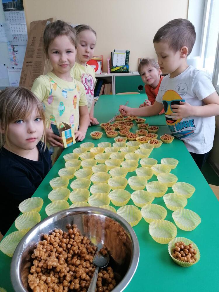 Karksi-Nuia lasteaia lapsed osalevad toidukoolis.